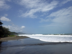 Huge waves on Playa Negra